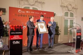 Fernando Riaño, Director de RSC, Comunicación y Marketing, recibe el Premio Mercurio honorífico